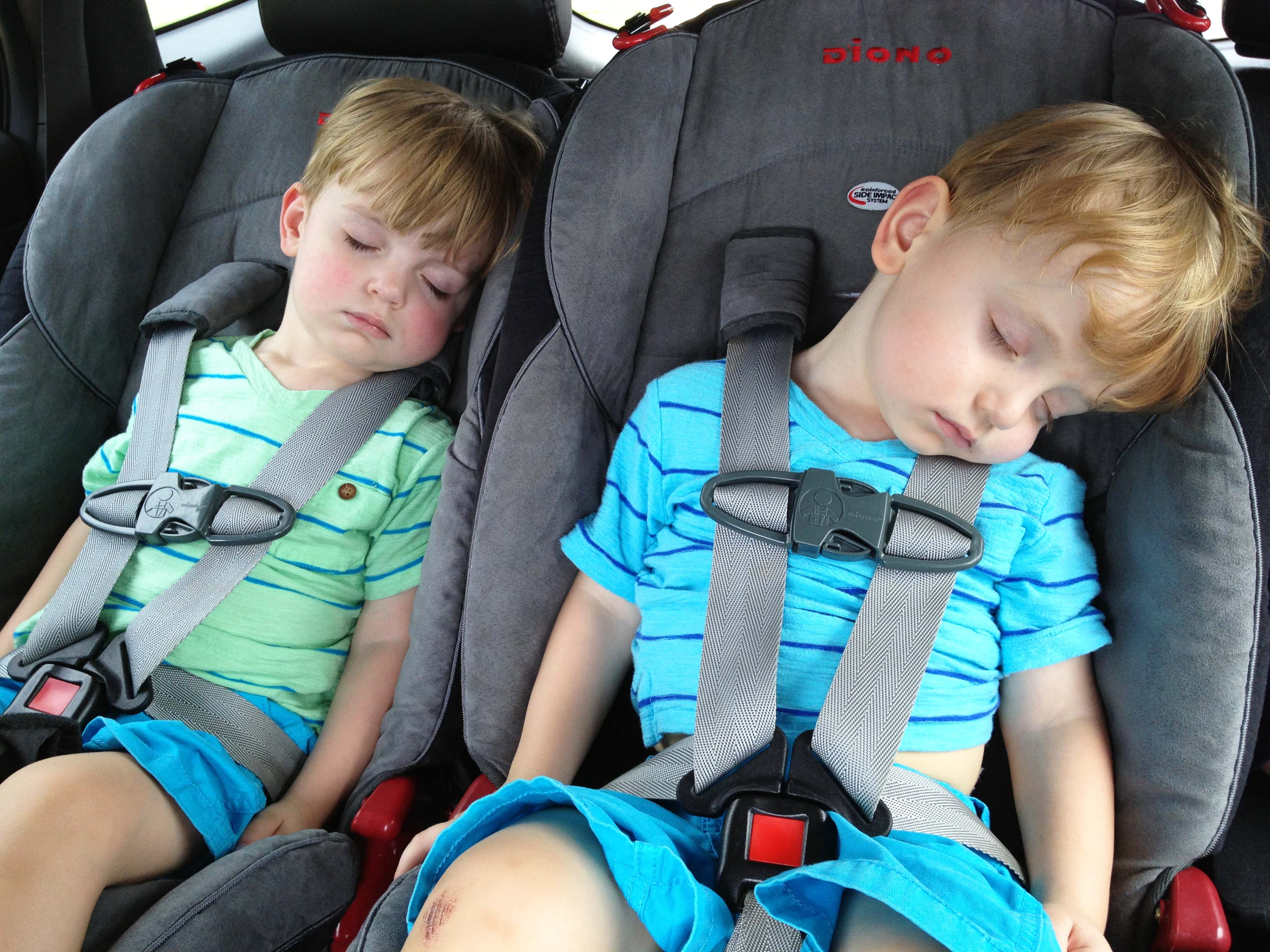 sleeping-twins-in-clean-car-seats